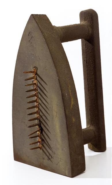 Man Ray, Cadeau, 1921 (replicato nel 1940)